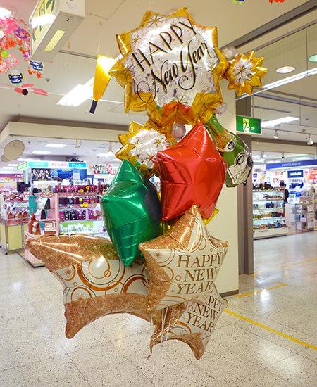 富山市のアピタ富山店様 新年を祝うお正月用の店内装飾バルーン