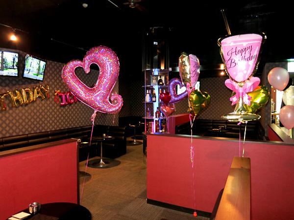 富山駅前の飲食店に誕生日のお祝いバルーン